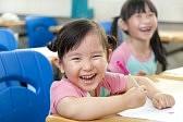 13550130-教室で幸せな女の子